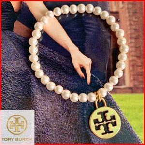 ❤️Tory Burch Logo Charm on Pearl Bangle Bracelet